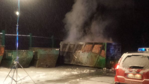 Containerbrand auf Recyclinghof